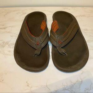 OluKai Hokua men's size 12 brown/orange flip flops